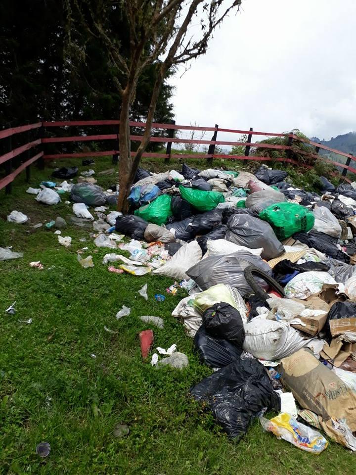 Denuncian contaminación en plaza de ferias de Santa Isabel por almacenamiento de basuras