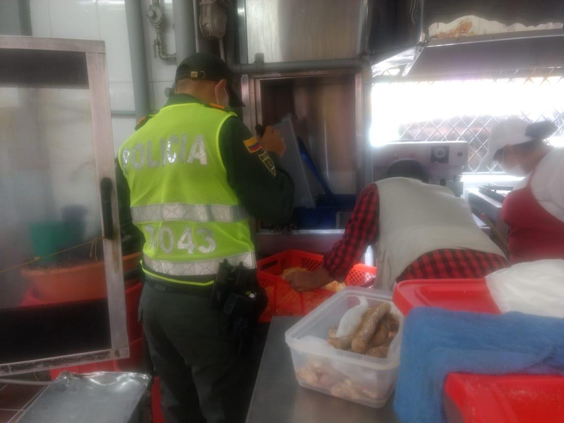 Adelantan controles a ventas ambulantes de alimentos en el Centro de Ibagué