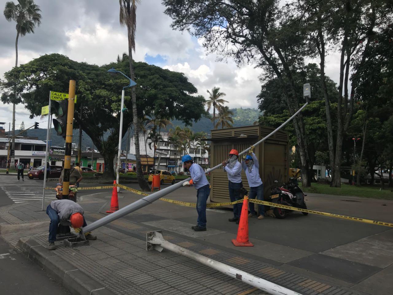 Inicia instalación de luminarias LED y paneles en la Tercera y la Plaza de Bolívar