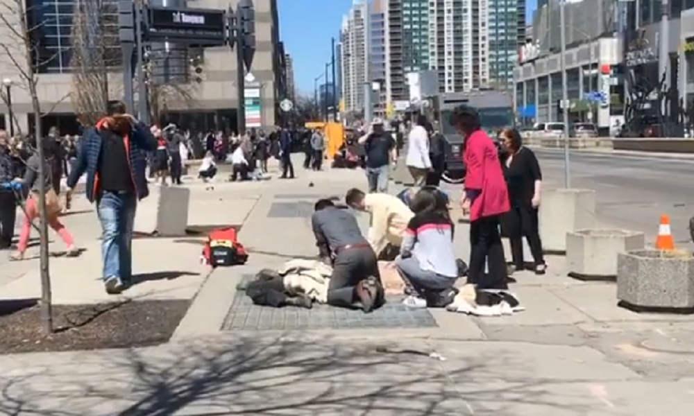 Nueve muertos y 16 heridos por atropellamiento masivo en Toronto