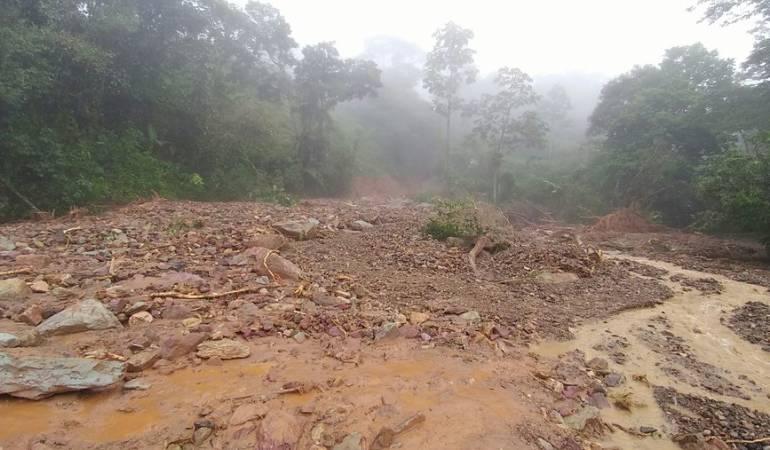 Varios derrumbes afectan la vía Prado – Dolores