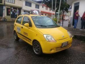 Capturados en un taxi por robarle más de dos millones de pesos a una pareja en el barrio Calarcá