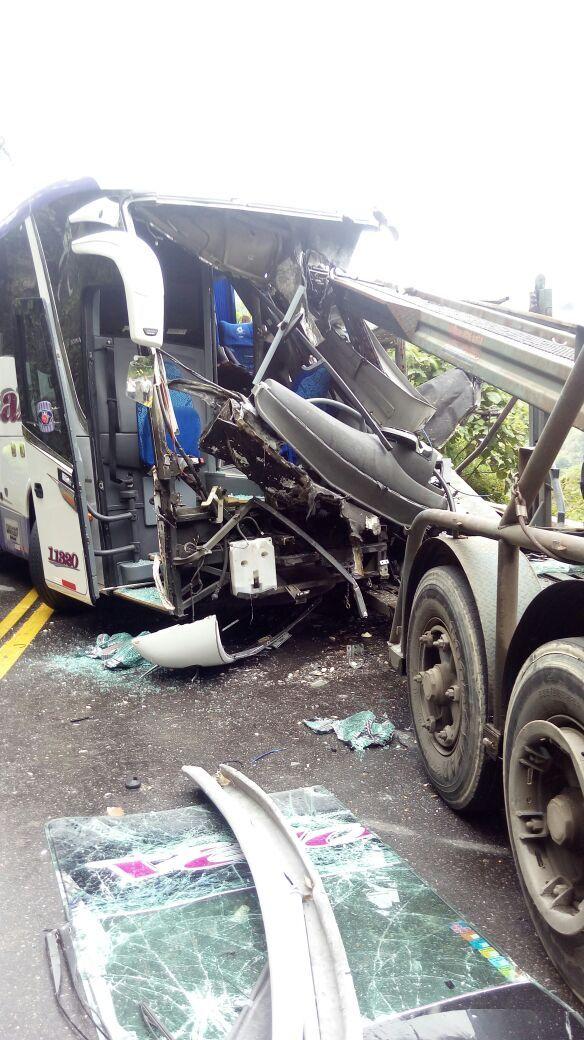 Falleció el conductor del bus de Velotax estrellado contra el 'camión niñera'