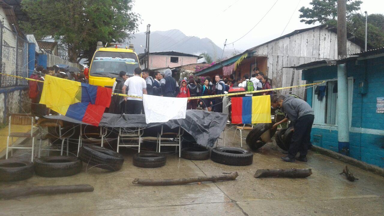 Protesta de estudiantes bloquea la vía de acceso al municipio de Anzoátegui