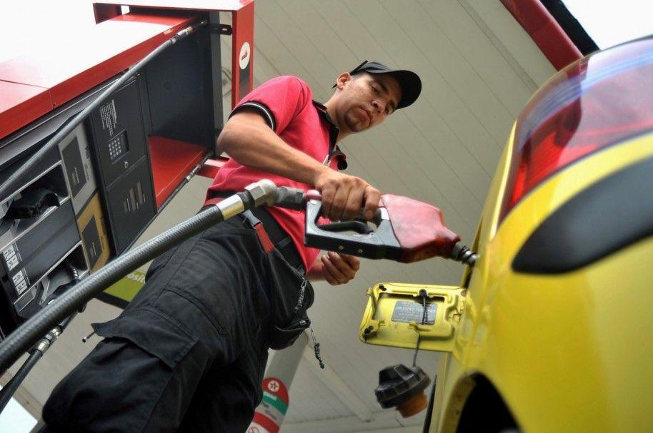 Precio de gasolina y bajó y diésel permanece estable desde el sábado anterior