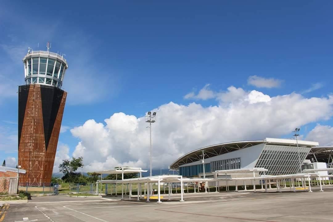 Photo of Este lunes reinicia operaciones el Perales de Ibagué y otros 18 aeropuertos en el País