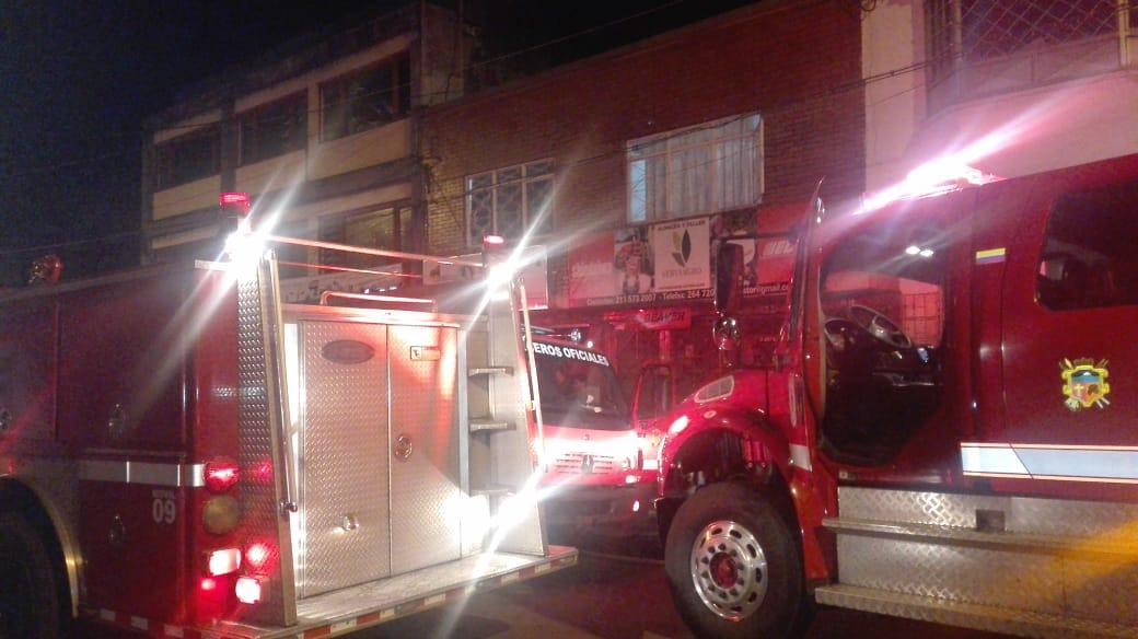 Cortocircuito generó incendio en almacén de reparación de equipos eléctricos