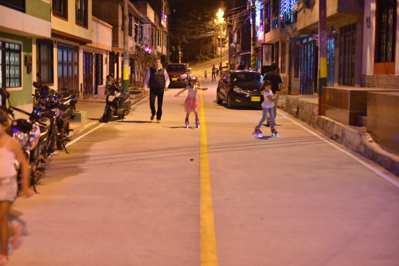 Comuna 12 se beneficia con proyectos de pavimentación vial