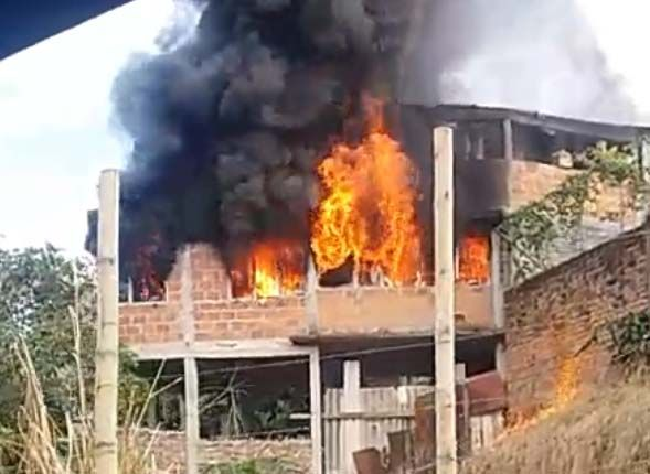Incendio consumió parte de una casa en Belencito, detrás del Panóptico