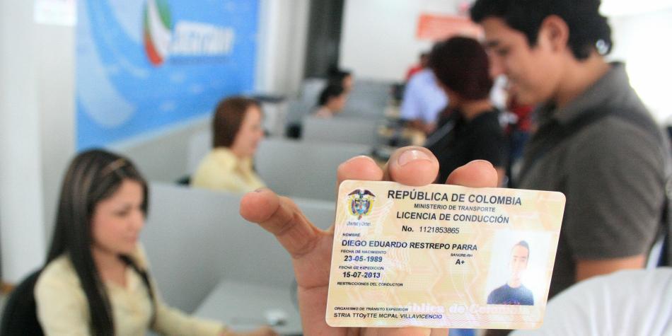 Aplazan para el 2024 la fecha obligatoria de renovación de licencias de conducción