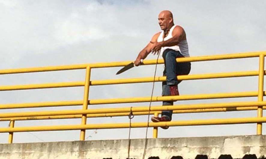 Intentó suicidarse desde un puente peatonal en la vía Panamericana