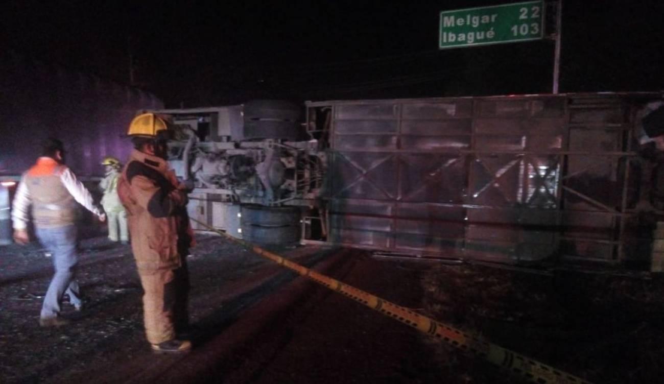 Un fallecido y 36 heridos dejó volcamiento de un bus entre Fusa y Melgar