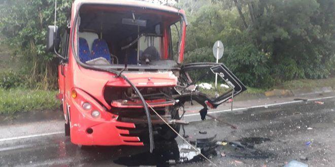 Cuatro lesionados y vehículos destrozados dejó accidente múltiple en la Variante