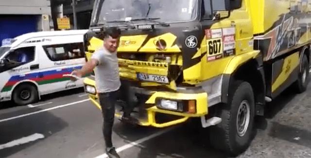 Dañó un carro del 'Rally Dakar' por sacarse una selfie