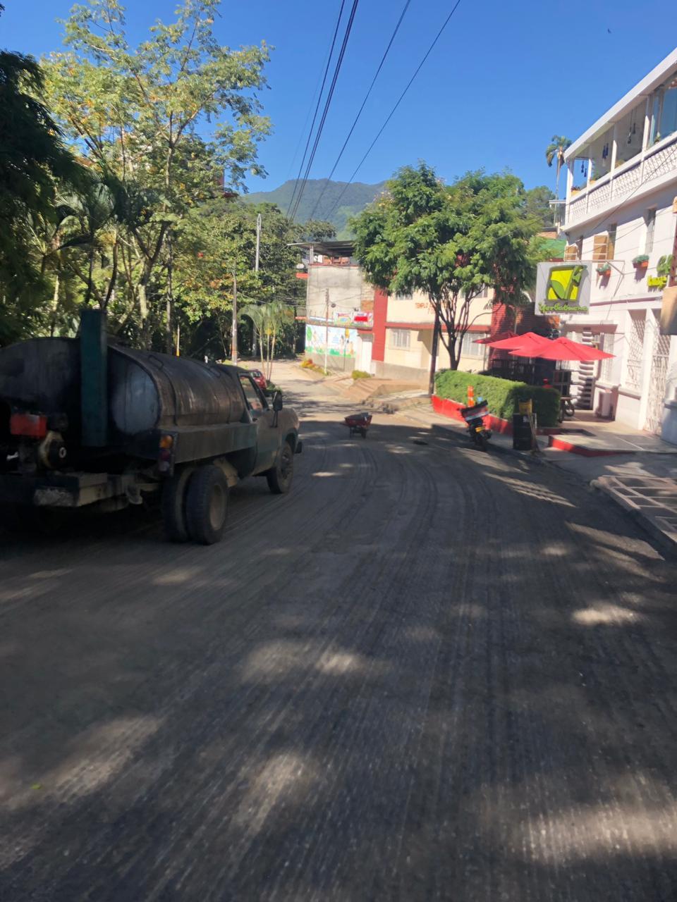 Continúan labores de rehabilitación vial en la calle 10 y en el Centenario