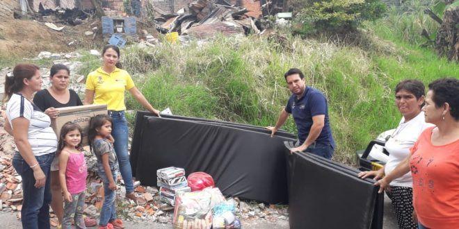 Entregan ayuda humanitaria a familia afectada por incendio en barrio Los Ciruelos