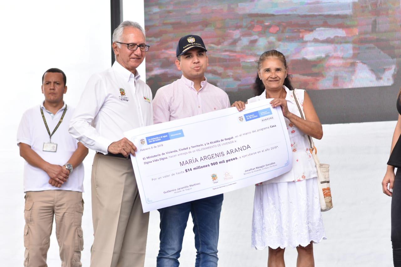 MinVivienda y Alcaldía invierten $20.000 millones para mejorar 2.000 viviendas en Ibagué