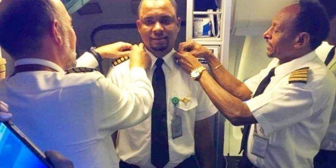 Un limpiador de aviones se convierte en piloto tras 24 años de luchar por su sueño