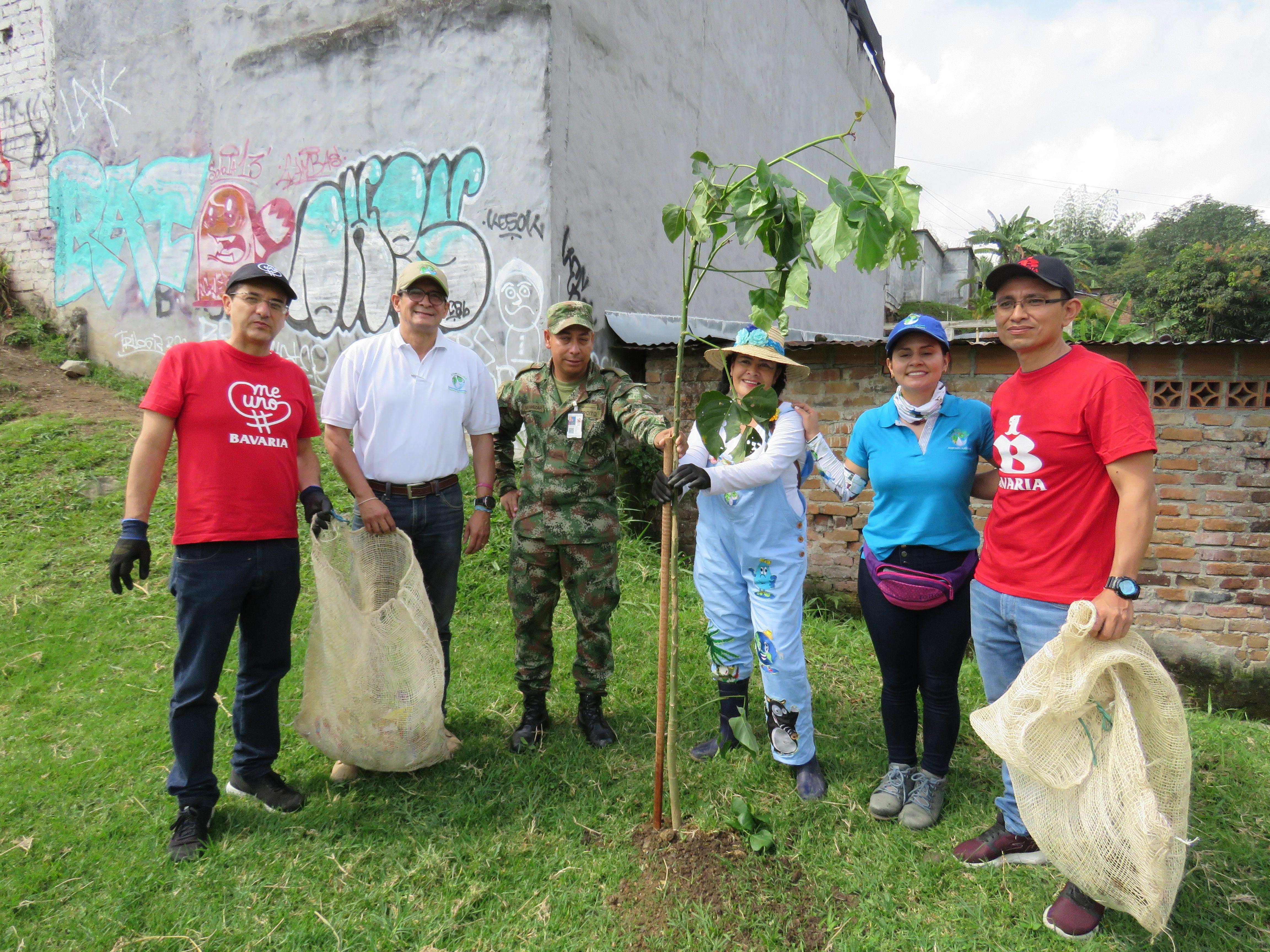 Más de 450 voluntarios y empresas de Ibagué se unieron para limpiar la quebrada El Tejar