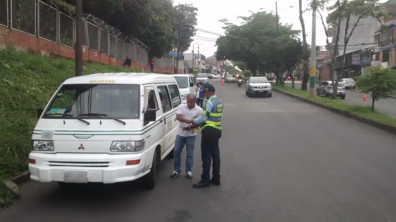 Inmovilizado vehículo de transporte escolar por no cumplir requisitos de seguridad
