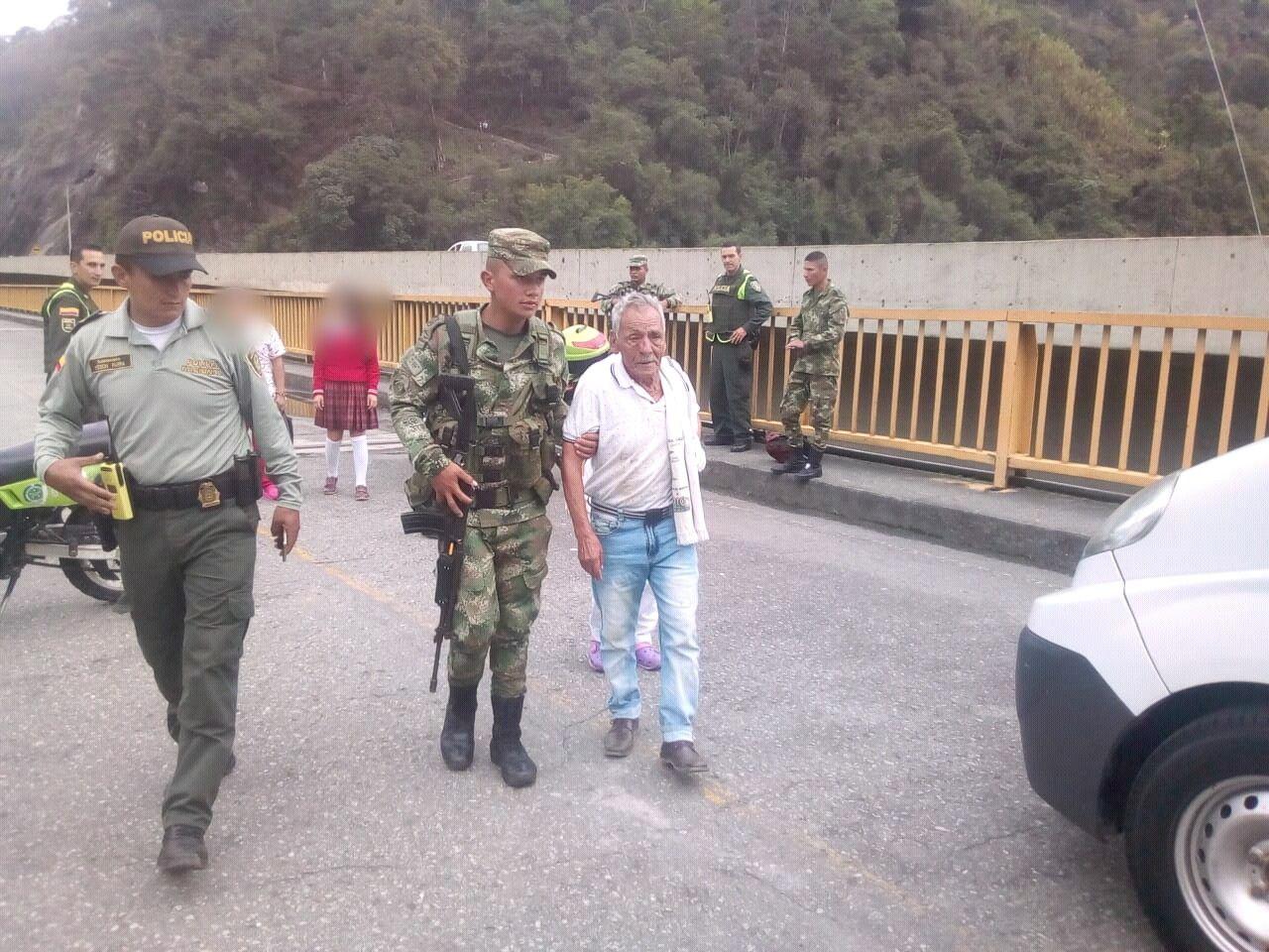 Soldados evitan intento de suicidio en puente de Cajamarca