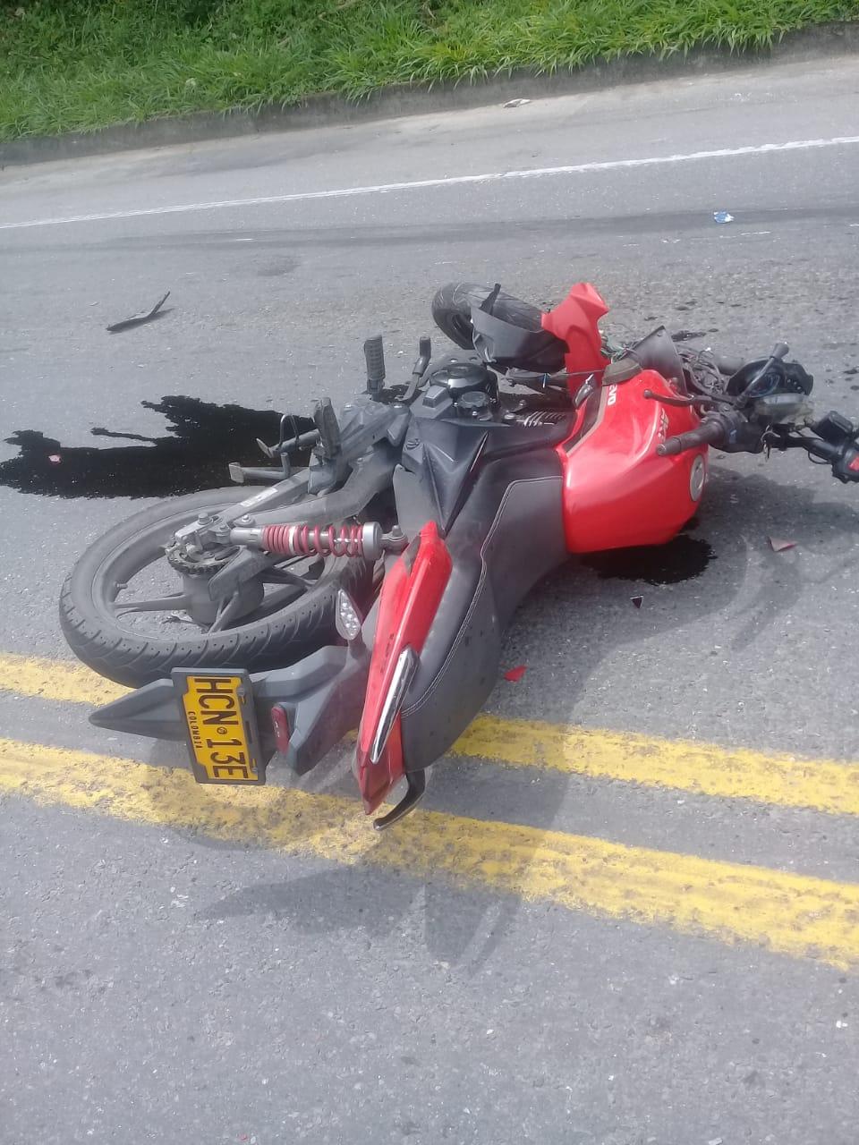 Motociclista falleció luego de un accidente contra una tractomula de Postobón