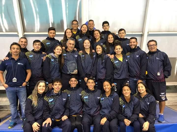 Veinte nadadores colombianos dejaron por alto el país en Chile