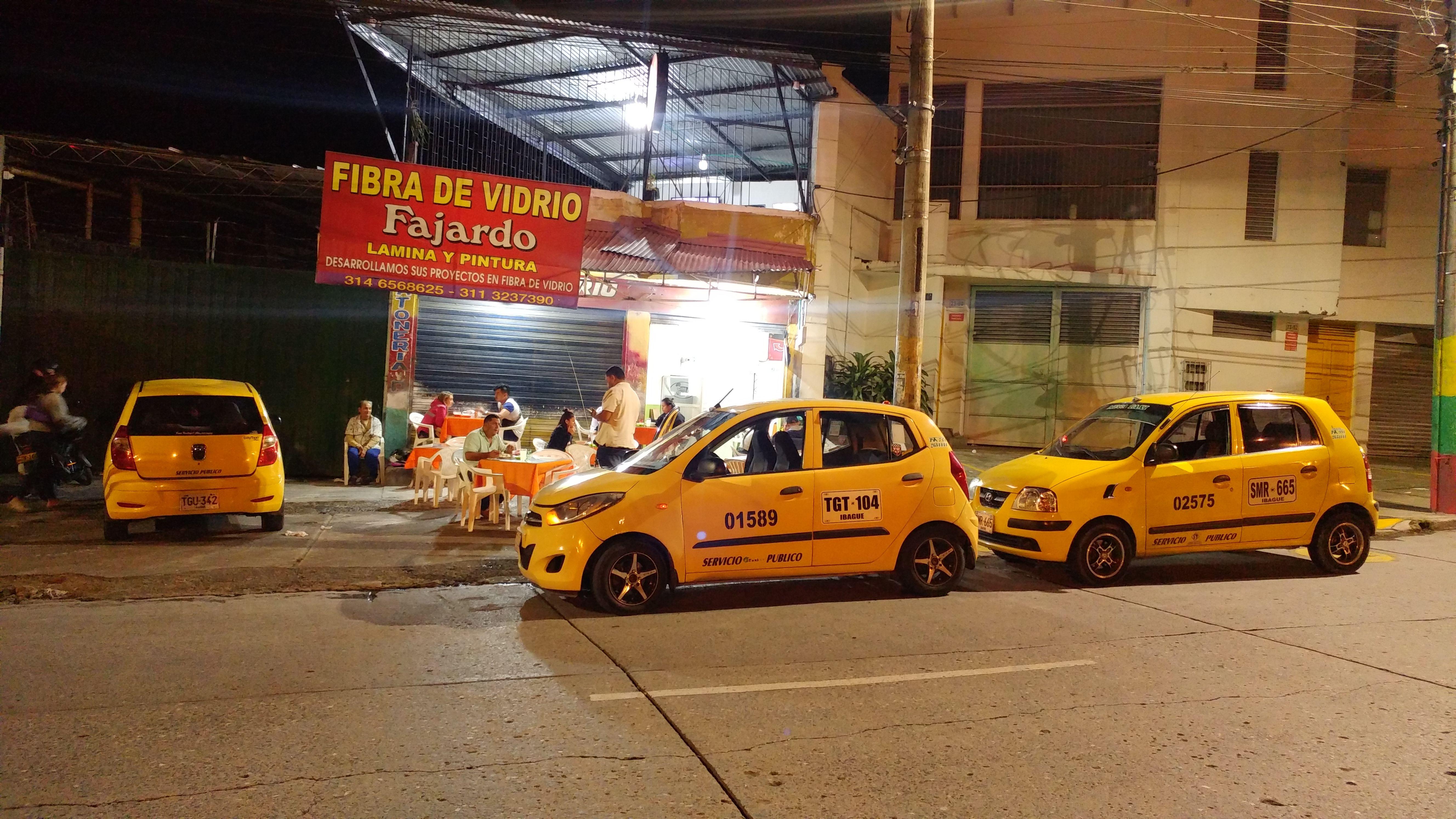 Así se vive una noche con los taxistas de Ibagué