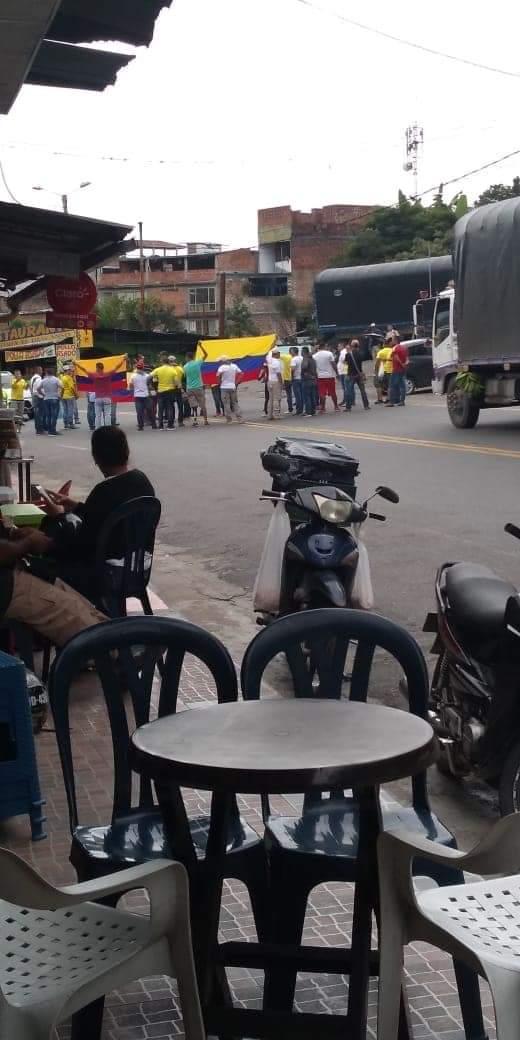 Pensionados del Ejército y la Policía protestan y bloquean la vía en Boquerón