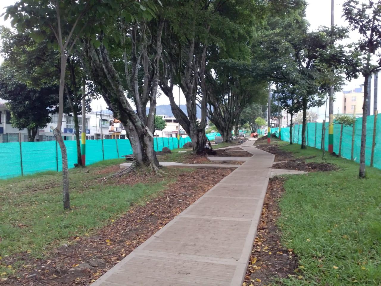 Obras de sendero biosaludable de la avenida Ferrocarril tiene un avance del 51 %
