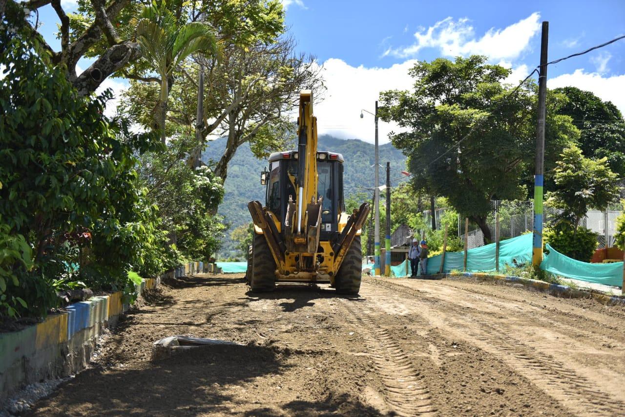 Secretaría de Infraestructura avanza en la pavimentación de vías barriales