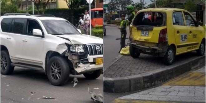 Millonarias pérdidas por fuerte impacto entre camioneta y taxi en la Guabinal con 79
