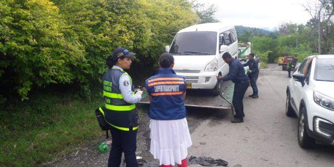 Inmovilizan vehículos escolares que prestaban servicio ilegal
