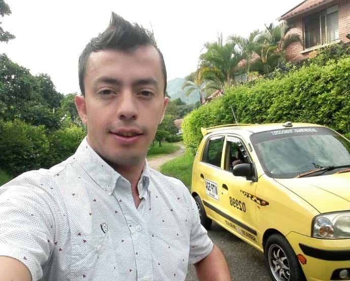 Iván Botero: Un profesional de 'la mancha amarilla' y piloto de carros de carreras