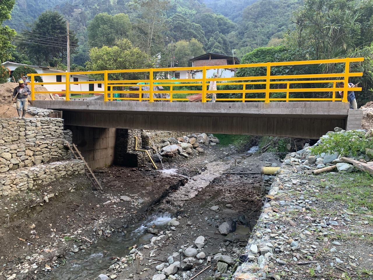 Culminan obras del nuevo puente de Villarrestrepo