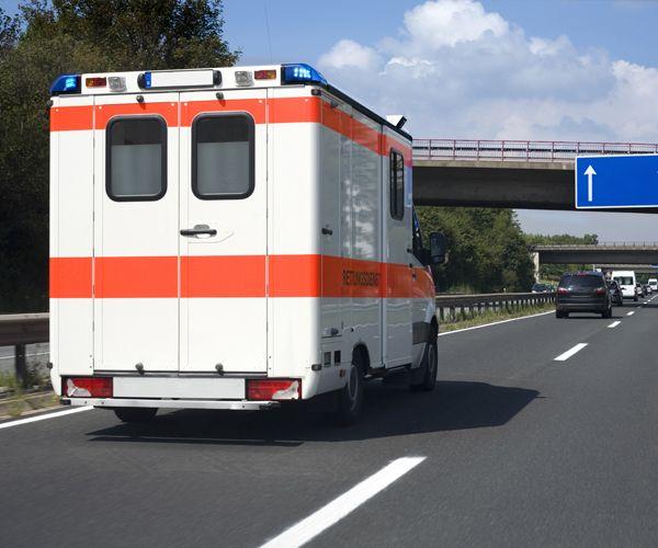 Paciente murió en ambulancia que no habría podido pagar y cruzar un peaje