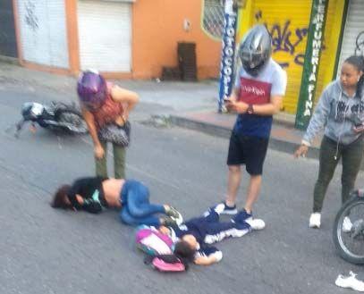 Motociclista arrolló a mujer y niña en la Guabinal con 69