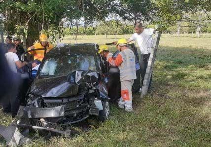 Tres heridos por volcamiento de un automóvil entre Honda y Mariquita