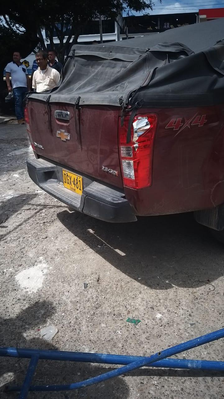 Obrero cayó de andamio que derribó una camioneta en reversa en la 25 entre Quinta y Sexta