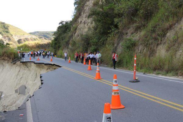 Fuerza Aérea presente durante comité de emergencia por pérdida de bancada en vía del Huila