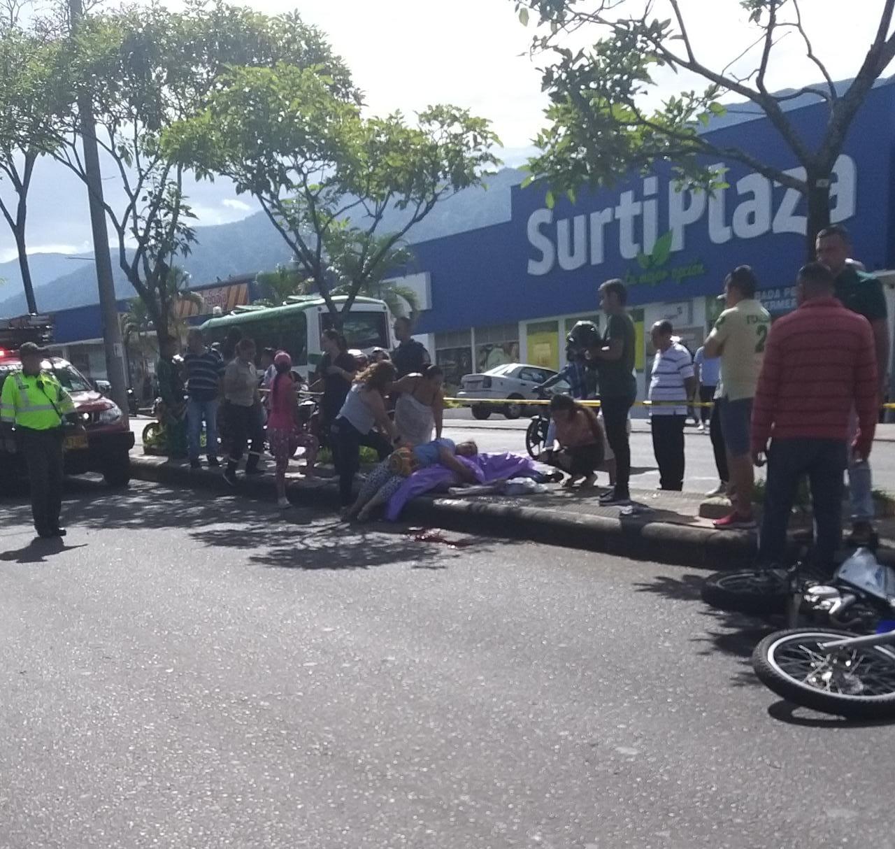 Una distracción habría generado el choque contra el separador en accidente mortal de motociclista