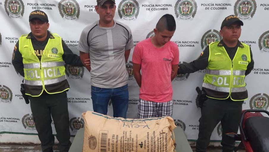 Asegurados tío y sobrino por llevar en moto casi siete kilos de marihuana