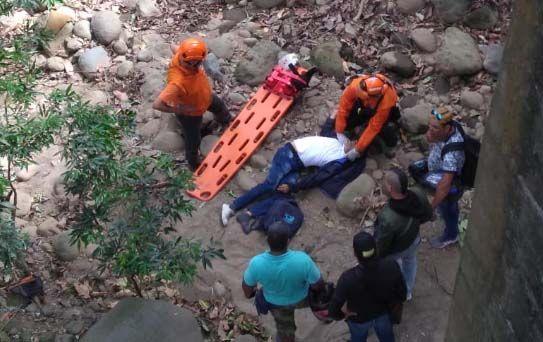 Motociclista falleció al caer desde un puente a una quebrada entre Armero-Guayabal y Mariquita