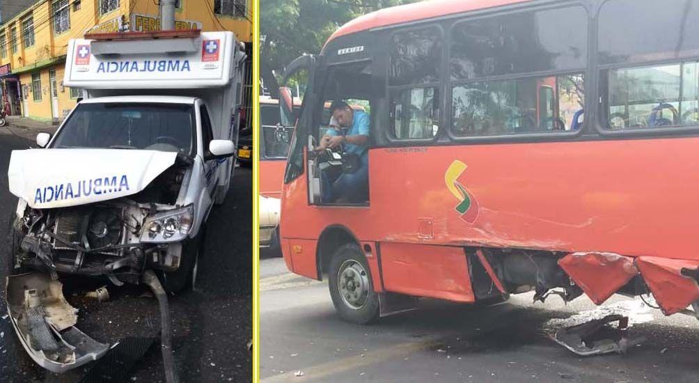 Auxiliar de ambulancia lesionado tras impacto contra buseta