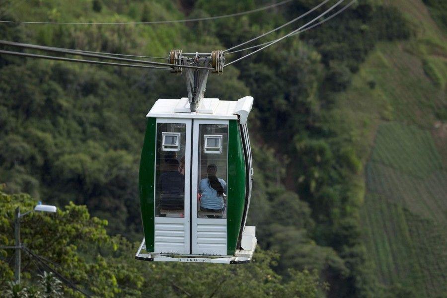 Hallan serias irregularidades en el sistema de transporte de cables en Colombia