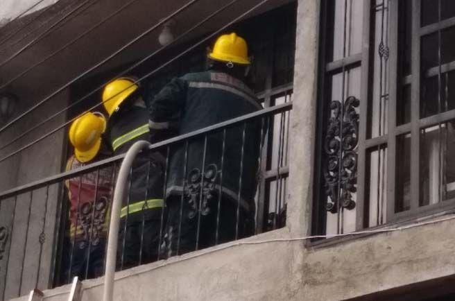 Bomberos atendieron incendio estructural en el barrio San Simón