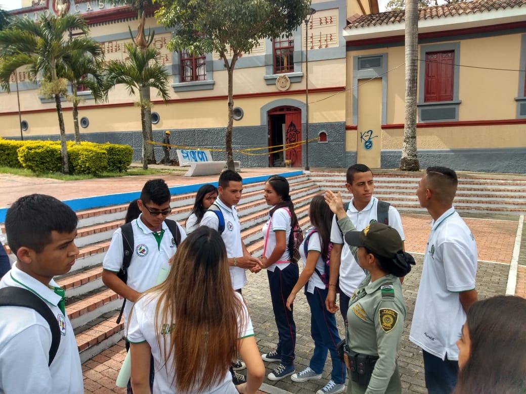 Policía de Turismo avanza en campañas con estudiantes de colegios