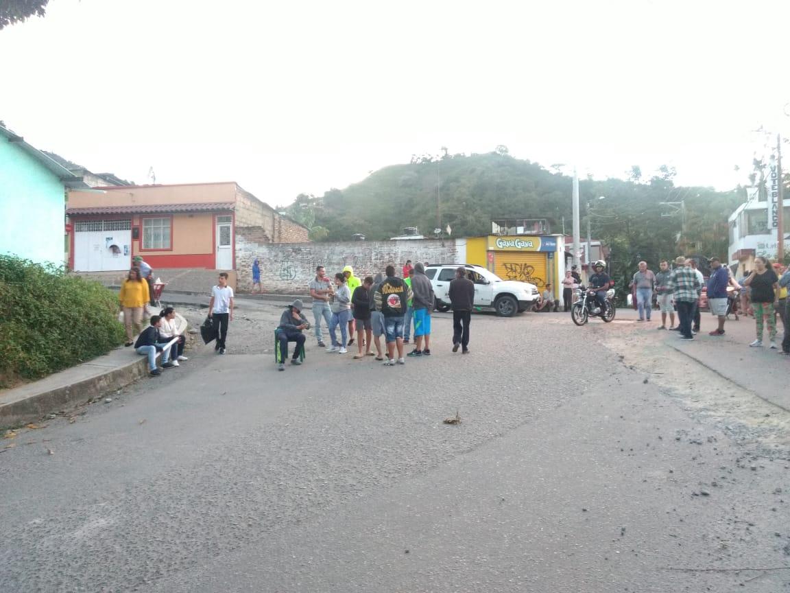 Habitantes de barrios de la Comuna Dos protestaron por pésimo estado de las vías