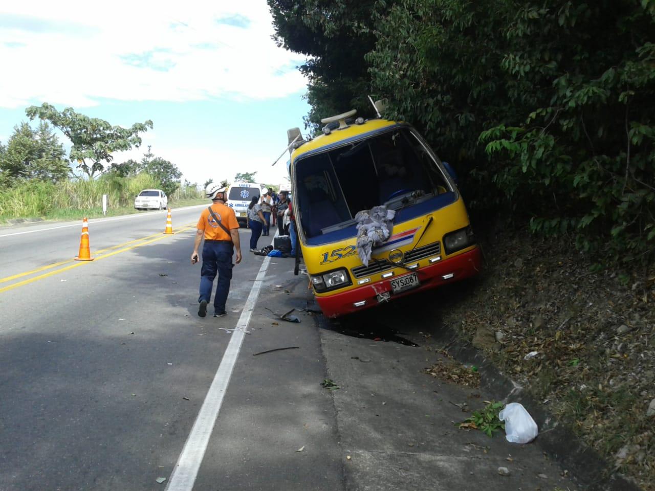 Cuatro lesionados dejó volcamiento de un bus de Rápido Tolima entre Venadillo y Lérida
