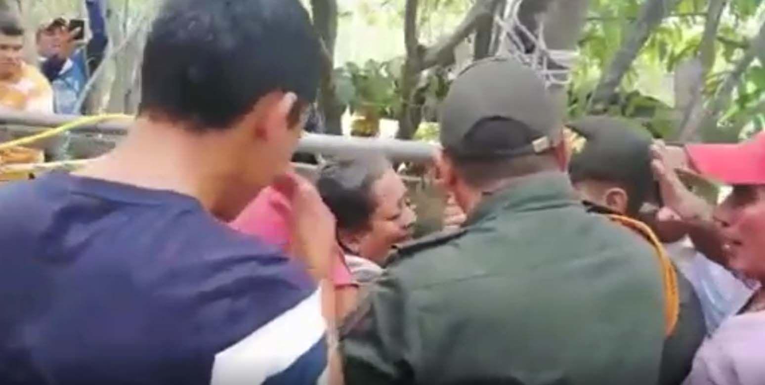 Video: Rescataron a mujer que cayó a pozo de 15 metros de profundidad